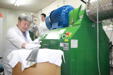 Development of Cutting-edge New Material for Nuclear Power and Next-Generation Industries