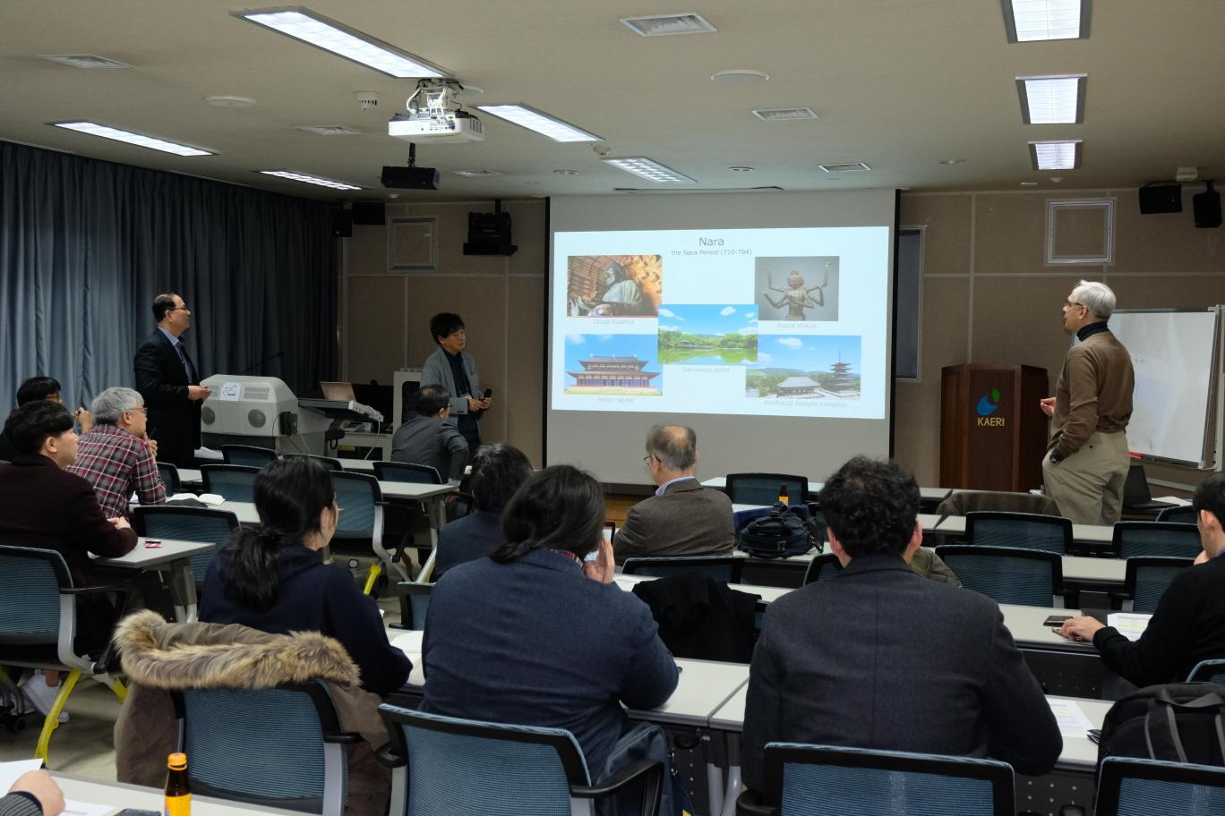 사진2. 일본 오사카대학 측에서 연구 성과를 발표하고 있다