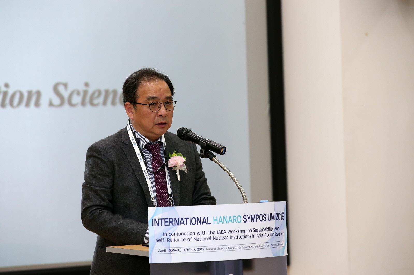 사진1. 환영사를 하는 한국원자력연구원 임인철 방사선과학연구소장