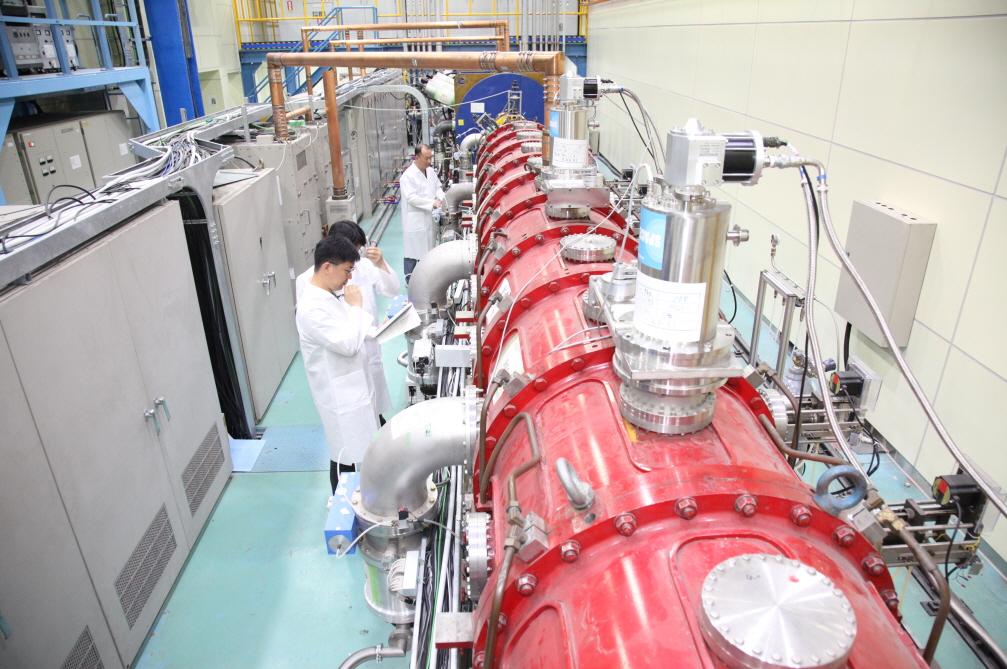 고주파 선형가속기 기반 중이온빔 조사시험시설